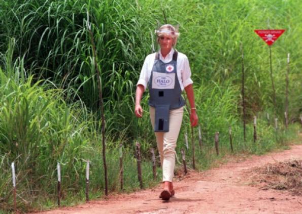 Dajana na minskom polju u Angoli