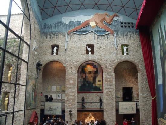 Dalí Theatre-Museum 1