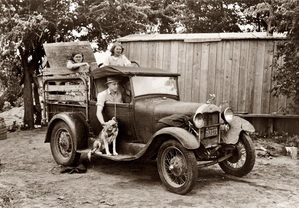 Rasel Li, Elmer Tomas za volanom spreman da krene na putovanje ka Kaliforniji