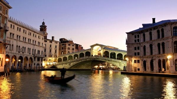 4 Venecija: Grad karnevala i gondolijera