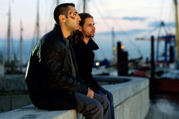 Gabriel (Mehmet Kurtuluş), Costa (Adam Bousdoukos)