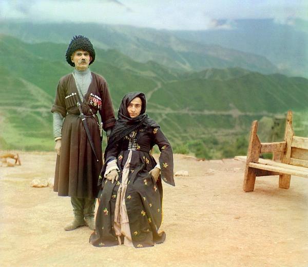 Bračni par u tradicionalnoj dagestanskoj odeći