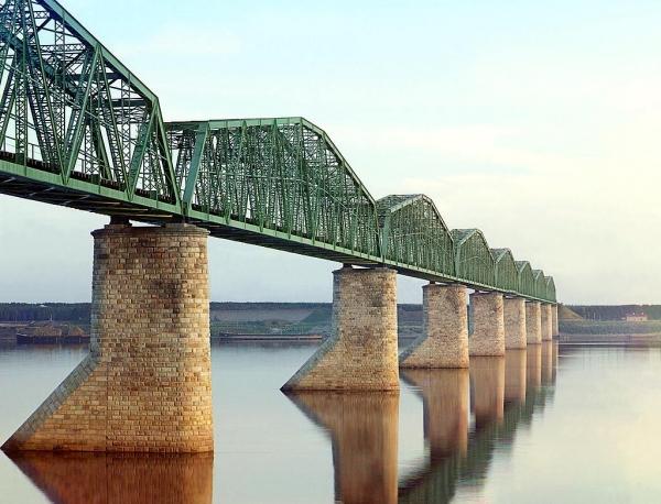 Most preko reke Kama