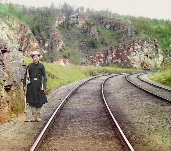 Baškir na poslu održavanja i čuvanja državnih železnica