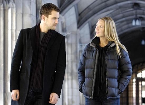 Peter Bishop (Joshua Jackson), Olivia Dunham (Anna Torv)