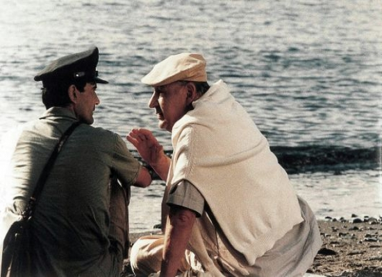 Il Postino (1990) - Mario Ruoppolo (Massimo Troisi), Pablo Neruda (Philippe Noiret)